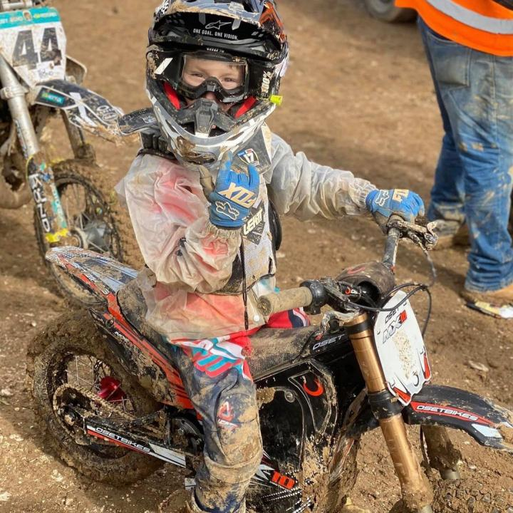 Mud ! Who cares ! Young Desert Rose Racing Rider out enjoying himself yesterday on the brilliant OSET MX10!! 🤘⚡😁 @desertrose.racing.academy . . .